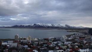 Một góc thành phố cảng biển Reykjavik, Iceland, nhìn từ trên cao.