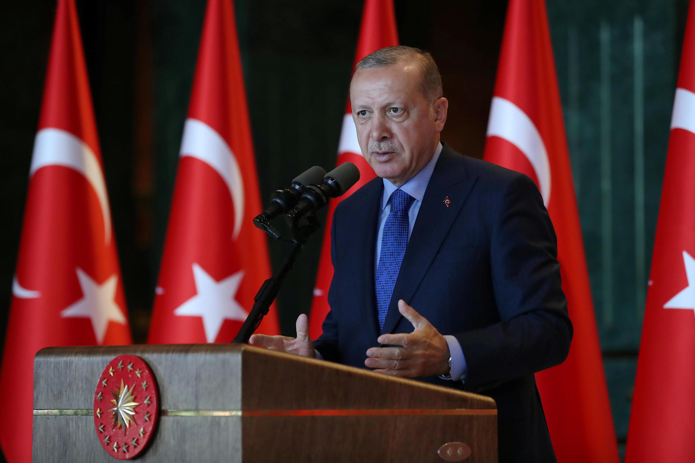 Tổng thống Thổ Nhĩ Kỳ Erdogan phát biểu trong một cuộc mít-tinh tại Ankara ngày 13/08/2018.