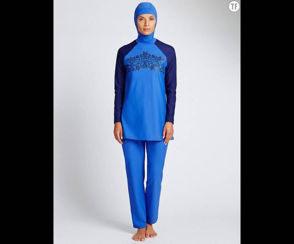 Modelo de burkini da Marks & Spencer recebeu críticas de feministas.