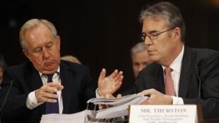 David Bagley y Paul Thurston, altos ejecutivos de la matriz de HSBC, compareciendo ante el Senado en Washington, el 17 de julio de 2012.