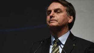 Lors d'une conférence de presse improvisée, Jair Bolsonaro a répliqué à un journaliste en disant qu'il avait une «tête d'homosexuel».