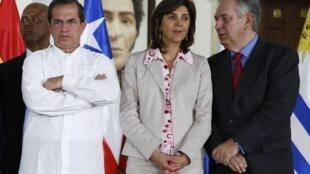 Os Ministros das relações exteriores do Equador, Ricardo Patino, da Colômbia, Maria Angela Holguin (centro), e do Brasil, Luiz Alberto Figueiredo estão em Caracas para participar da reunião da Unasul.