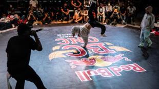 Un danseur participe aux Championnats de France de breaking, le 30 mai 2021 à Lyon, qualificatifs pour la finale mondiale du RedBull BC One, qui aura lieu à Gdansk (Pologne), les 5 et 6 novembre