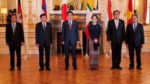 Lãnh đạo của năm nước vùng sông Mêkông và thủ tướng Nhật Shinzo Abe tại Hội nghị Thượng đỉnh Mêkông, Tokyo, 09/10/2018.
