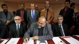 Đại diện LHQ chứng kiến đàm phán về Libya tại Tunis. Ảnh ngày 21/12/2015