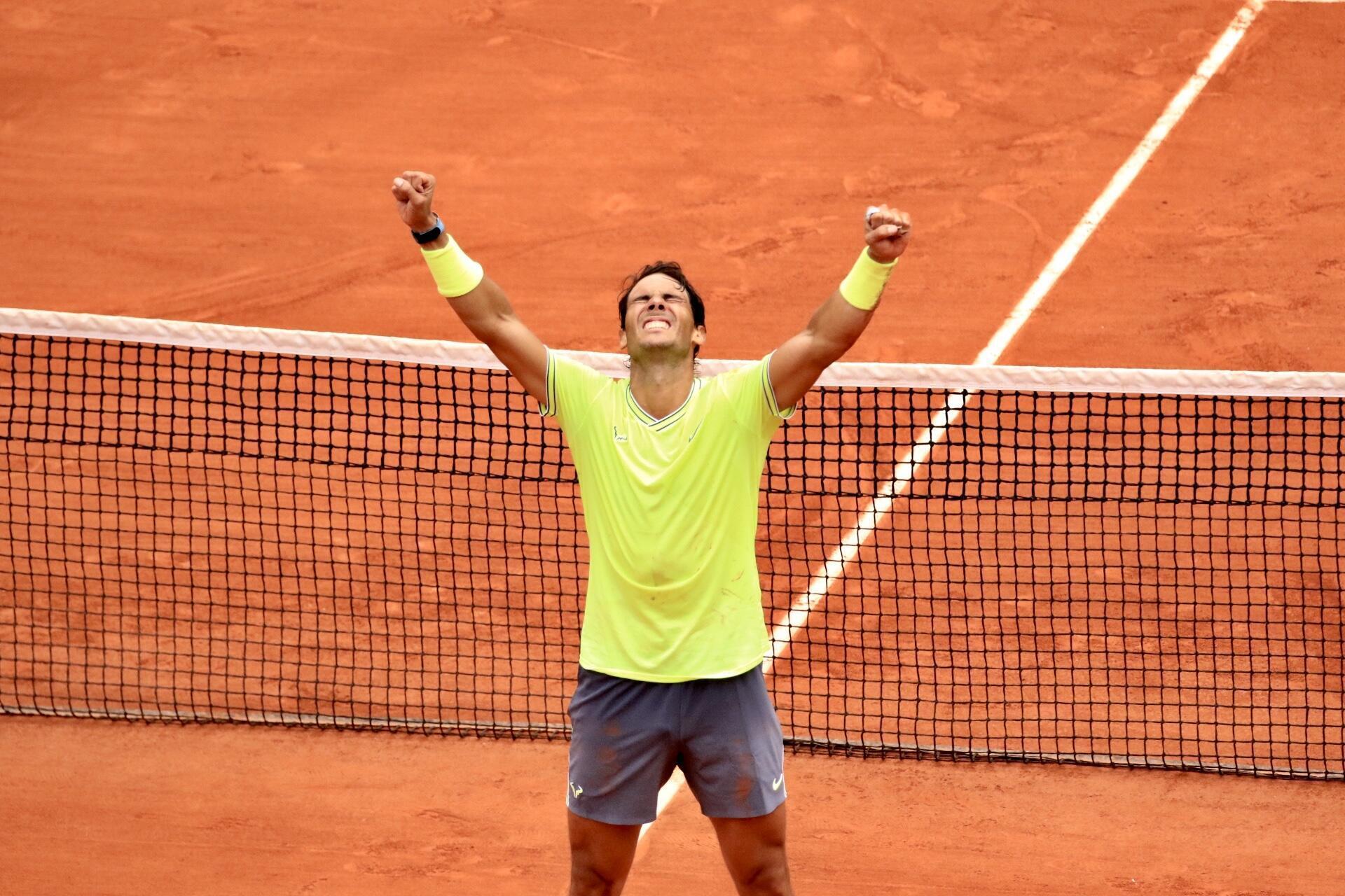 Rafael Nadal comemora 12a vitória em Roland Garros.