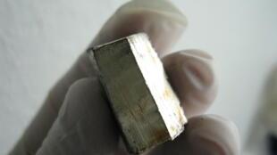 Un morceau de lithium.