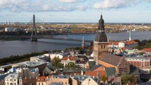 Vue de la capitale lettone, Riga. La Lettonie devrait devenir le 18e pays membre de la zone euro.