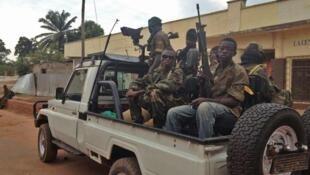 Dans plusieurs villes, dont Mbaïki, l'une des sous-préfectures de Lobaye, les rebelles de la Seleka sont accusés par des habitants de commettre des exactions et des pillages.