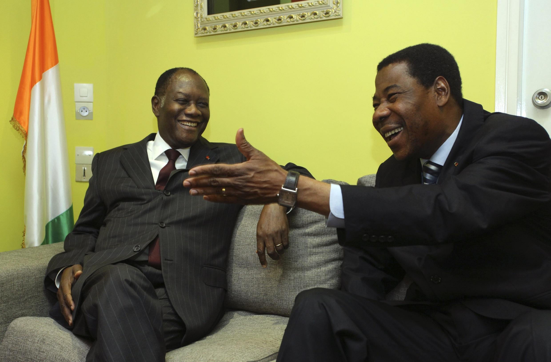 Benin's President Boni Yayi (right) and Alassane Ouattara in Abidjan's Golf hotel, 28 December