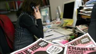 "Номер ""Шарли Эбдо"" с карикатурой, где пророк Магомет восклицает ""Тяжело, когда тебя любят дураки!"". Редакция журнала   09/02/2006 (архив)"