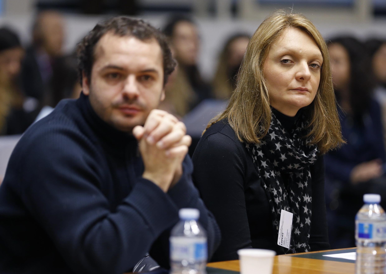 Rachel Lambert, esposa de Vincent Lambert, y François, el sobrino de Lambert, esperan el inicio de la audiencia de la Corte Europea de Derechos Humanos, en Estrasburgo, sobre el caso de Vincent Lambert, el 7 de enero de 2015.