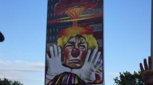 Un afiche anti-Trump.