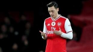 Dan wasan Arsenal Mesut Özil.