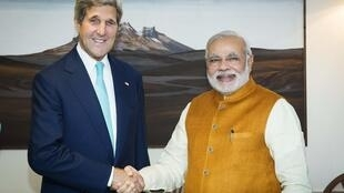 Thủ tướng Ấn Độ Narendra Modi (P) tiếp Ngoại trưởng Mỹ John Kerry, tại New Delhi, 01/08/2014