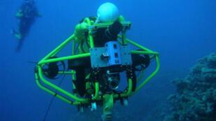 Ce robot sous-marin du Centre australien de recherches océanographiques permet d'analyser les effets du réchauffement climatique sur la barrière de corail.