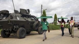 Funcionarios de la Comisión Electoral Independiente de Nigeria.
