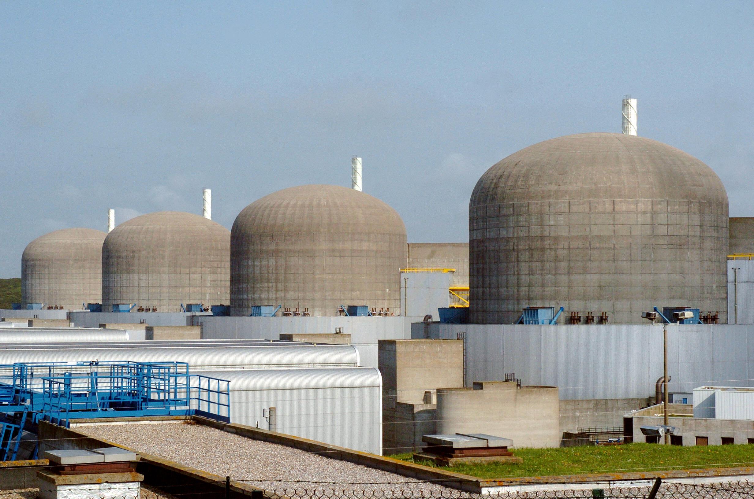 Reatores nucleares da central nuclear de Paluel, no norte da França.