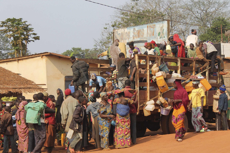 Des réfugiés centrafricains arrivent dans le camp de Garoua Boulay, le 28 janvier 2014.