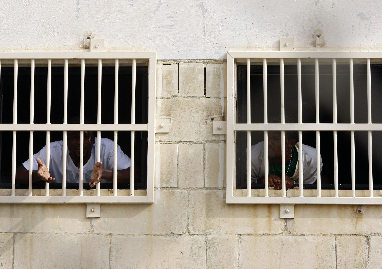 Нелегальные иммигранты в центре содержания Сафи под Веллеттой. Мальта 18/10/2011