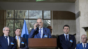 Ông Bachar Jaafari cùng với phái đoàn của chế độ Damas tại văn phòng Liên Hiệp Quốc, Genève, ngày 21/03/2016.