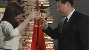 A presidente argentina, Cristina Kirchner, e o presidente chinês, Xi Jinping, em Buenos Aires.