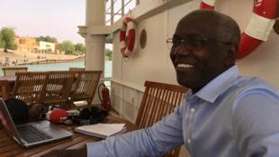Ibrahima Thioub à bord du Bou El Mogdad sur le fleuve Sénégal.