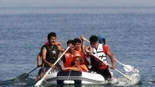 Мигранты из Ирана, прибывшие на греческий остров Кос, 15 августа 2015.
