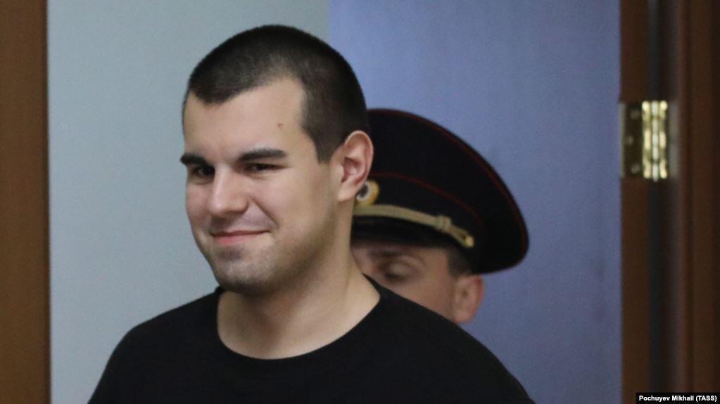 Два фигуранта дела «Нового величия» — Руслан Костыленков (на фото) и Вячеслав Крюков — вскрыли себе вены в зале суда.