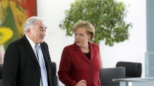 德國總理默克爾在與國際貨幣基金主席斯特勞斯卡恩的共同記者會上表示,顯而易見應該加快談判2010年4月28日柏林