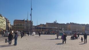 Quai de la Fraternité sur le Vieux-Port de Marseille.