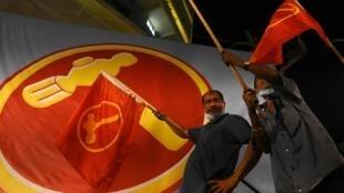 新加坡工人黨在2020年大選中贏得國會十個議席 Le Parti des Travailleurs a obtenu 10 sièges lors des élections du 10 juillet 2020 au parlement de Singapour, une percée historique dans un système politique verrouillé.