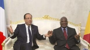 French President François Hollande (L) and Mali's Ibrahim Boubacar Keïta in Bamako earlier this month