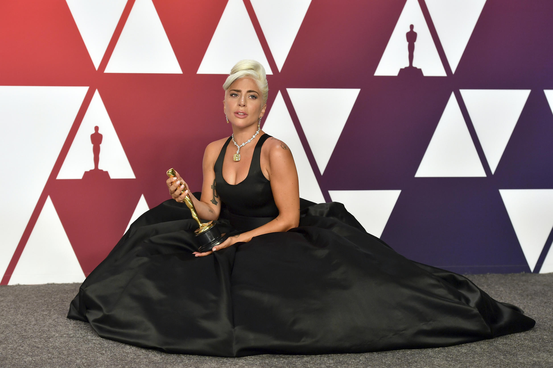 """Nữ ca sĩ Lady Gaga giành giải Bài hát hay nhất với """"Shallow"""" trong phim A Star is Born, tại giải Oscars, ngày 24/02/2019, Los Angeles, Mỹ."""