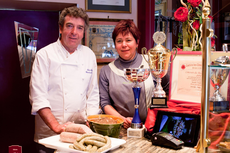 Дидье Павар с супругой и их знаменитая колбасная