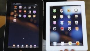 Tablet da Samsung (à esq.) ao lado do  iPad da Apple.