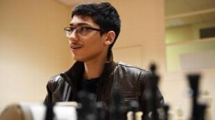 علیرضا فیروزجا عضو باشگاه شطرنج شهر شارتر فرانسه است