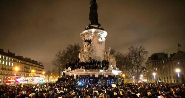 "Акция в поддержку ""Шарли эбдо"" на площади Республики в Париже 07/01/2015"