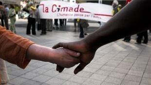 A Cimade é uma ONG de defesa de estrangeiros e refugiados.