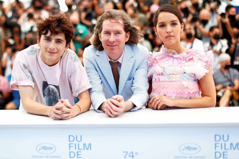 """Timothee Chalamet, Wes Anderson et Lyna Khoudri à Cannes pour présenter """"The French Dispatch"""""""