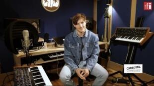 Mome, el artista francés presenta su nuevo àlbum Flash Back FM