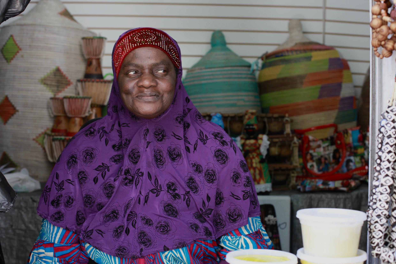 Aminata est arrivée du Sénégal à Harlem en 1994, et travaille au marché africain du quartier, le Malcom Shabazz Harlem Market.