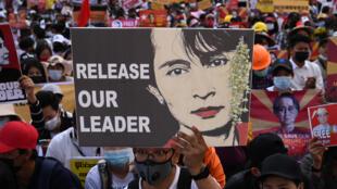 birmanie-aung-san-suu-kyi-manifestation