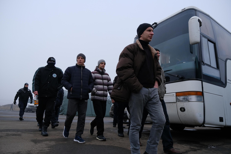 Trao đổi tù nhân giữa Ukraina và lực lượng ly khai gần giao lộ Mayorsk ở vùng Donetsk, miền đông Ukraina, ngày 29/12/2019.