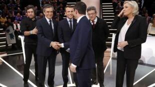 Los cinco candidatos antes del debate, este 20 de marzo de 2017 en Aubervilliers, cerca de París.