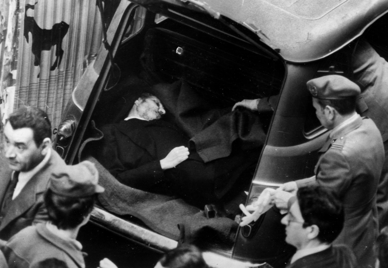 Thi thể của lãnh đạo đảng Dân chủ Thiên Chúa Giáo Aldo Moro, bị Lữ đoàn đỏ sát hại, được tìm thấy trong cốp xe ô tô ngày 09/05/1978, sau 55 ngày bị bắt cóc.