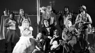 « Le Banquet », de Mathilda May, au Théâtre du Rond-Point