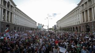 Depuis la semaine dernière, plusieurs milliers de personnes manifestent quotidiennement, comme ici à Sofia, le 13 juillet 2020.