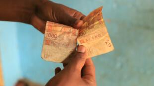 Deux billets 500 et 1000 francs cfa de la Banque centrale des États de l'Afrique de l'Ouest-BCEAO-Côte d'Ivoire, le 25/10/19