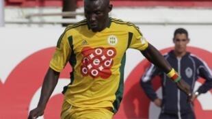 Le joueur camerounais de la JS Kabylie Albert Ebossé durant un match contre Alger, le 1er mai 2014.